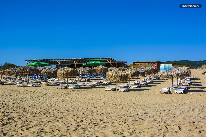 Платная зона на пляже на Черном море