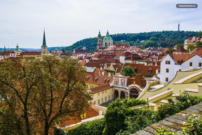 Живописный холм Петршин в Праге