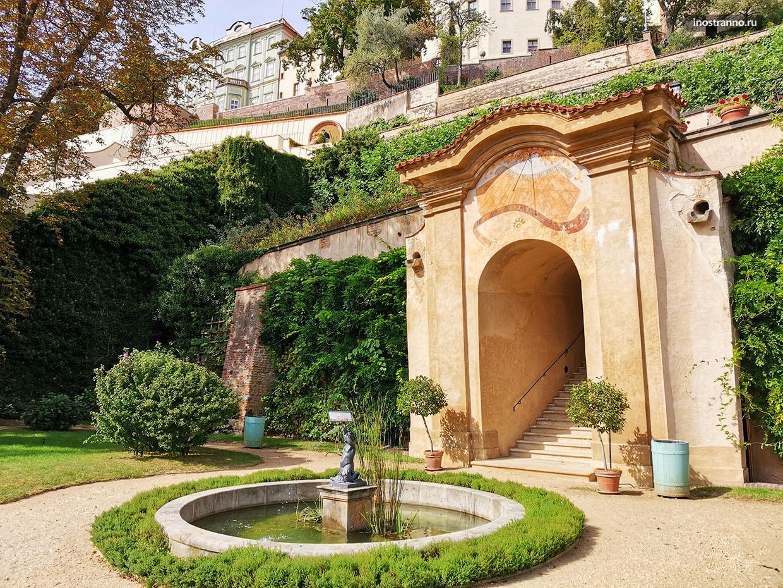 Парк в Праге с фонтаном