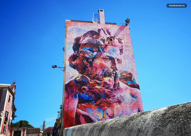 Красивое популярное граффити Лиссабона