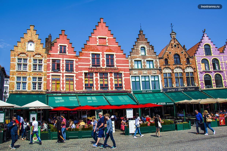 Брюгге город в Бельгии с яркими домиками