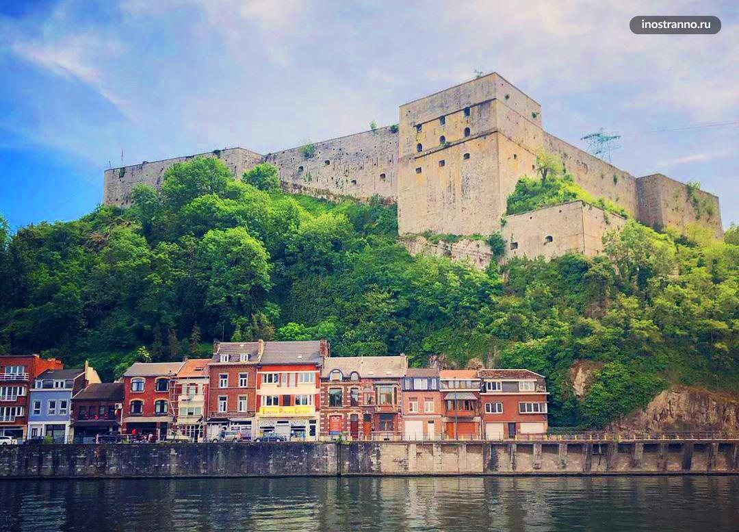 Уи город в Бельгии с крепостью