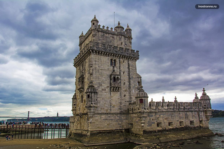 Красивая башня Торре-де-Белен в Лиссабоне