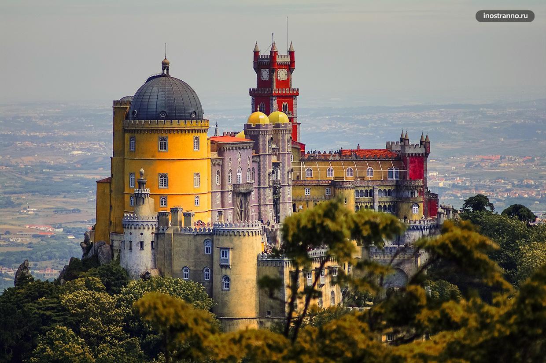 Дворец Пена самый посещаемый в Португалии
