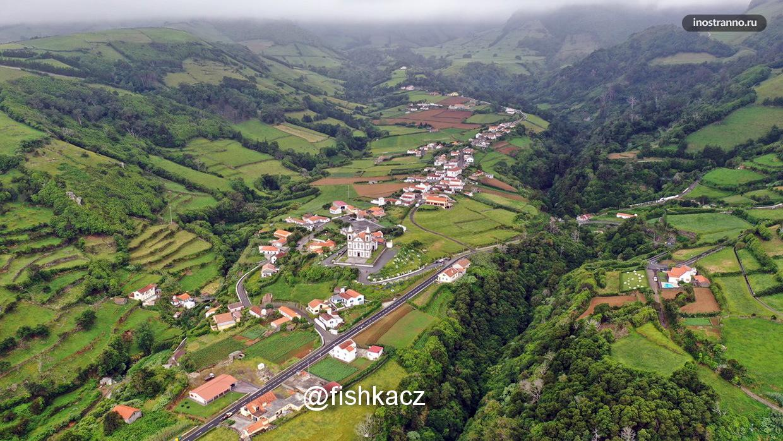 Зеленый остров Флориш в Португалии
