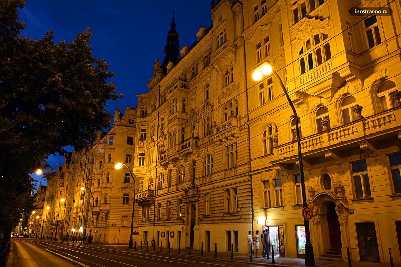 Набережная в Праге ночью