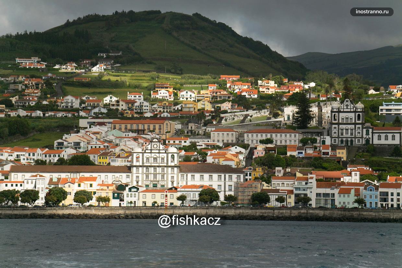 Небольшой прибрежный город в Португалии