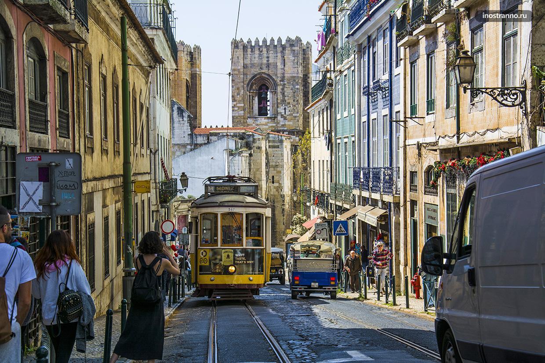 Типичная улица в Лиссабоне
