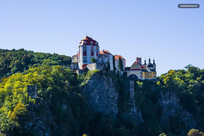 Красивый замок Вранов-над-Дийи
