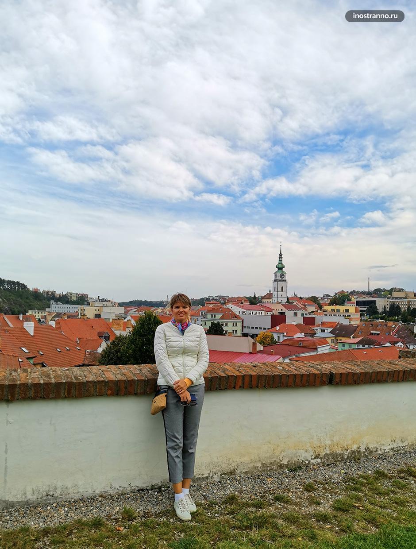 Девушка в чешском городе Тршебич