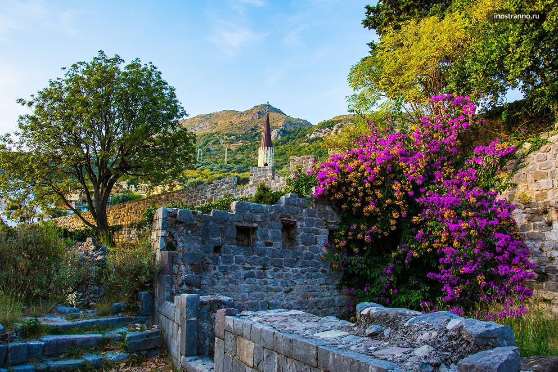 Руины крепости в Европе