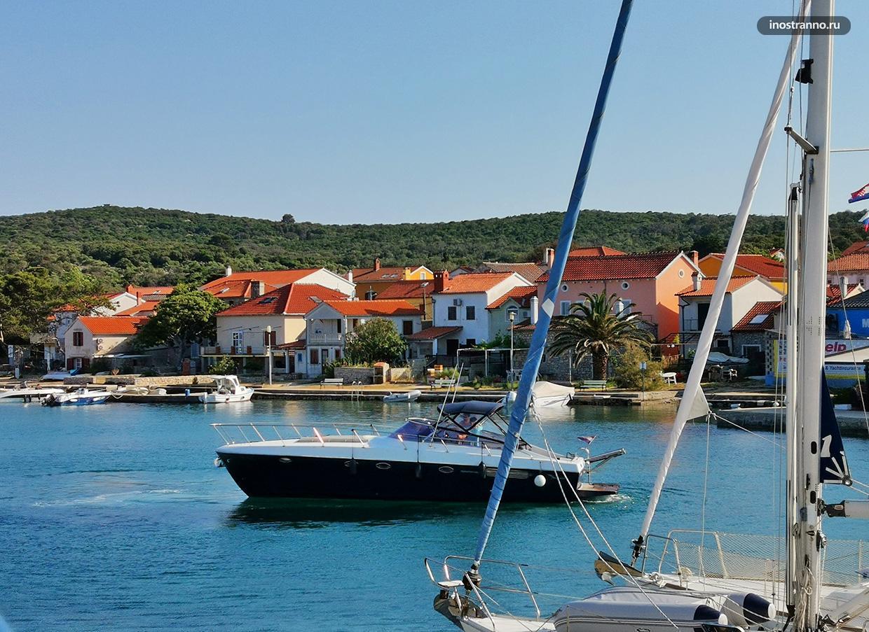Красивая бухта Иловик в Хорватии