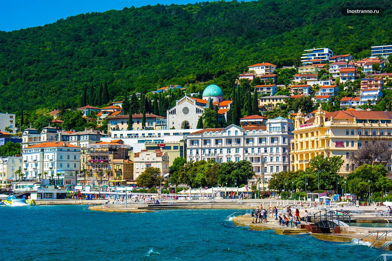 Центральный пляж Слатина в Хорватии