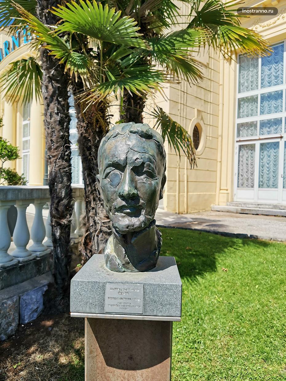 Скульптура Антона Чехова в Хорватии
